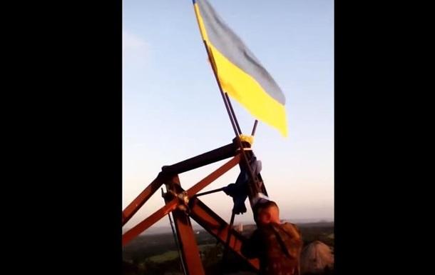 Военные подняли флаг Украины над шахтой возле Горловки
