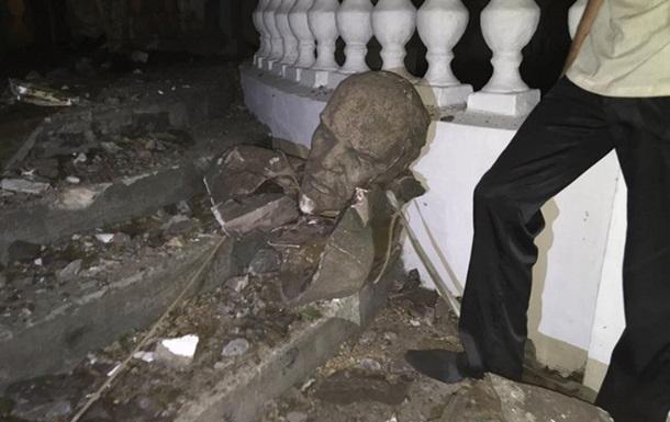 В Николаеве снесли очередной памятник Ленину
