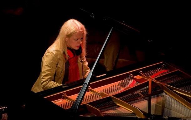 В Донецк приехала американская пианистка, поддержавшая сепаратистов