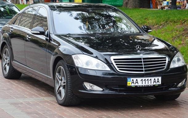 Сын регионала Присяжнюка сменил BMW на роскошный Mersedes