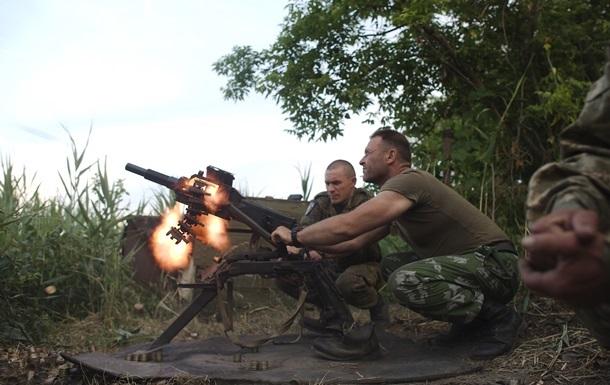 АТО на Луганщине: обстрелы по всему фронту, пять раненых
