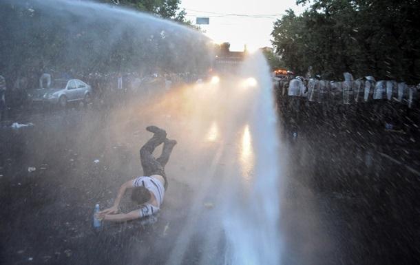 Ереван: знаменитости пришли к митингующим, произошел конфликт