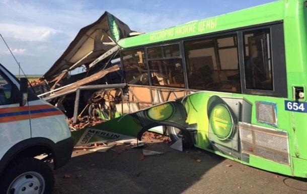 В России КамАЗ протаранил автобус: 15 погибших