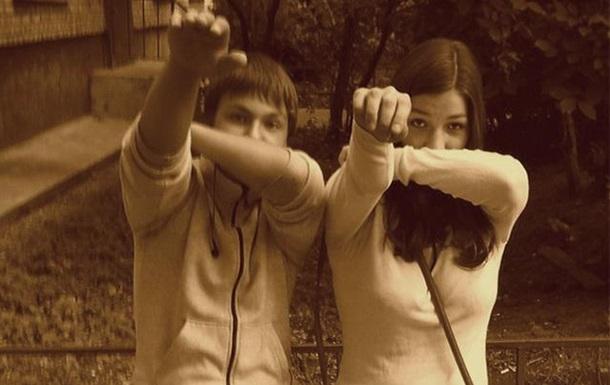 Парни раздели девушку за дентги в россии фото 346-134