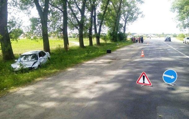 В Хмельницкой области автомобиль насмерть сбил девушку и ребенка