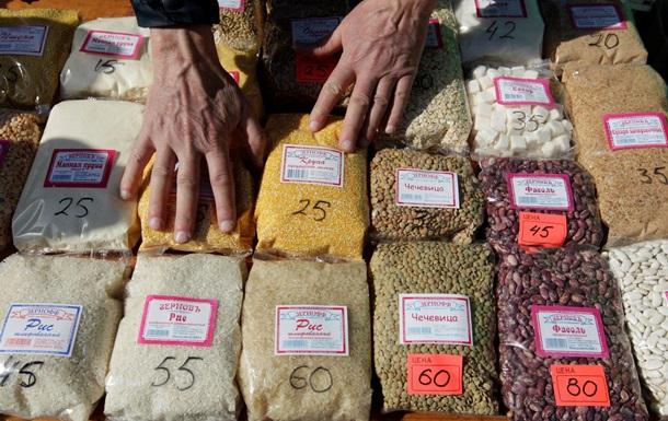 Две трети россиян экономят на еде - опрос