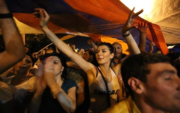 У протестующих в Ереване полиция заметила взрывчатку