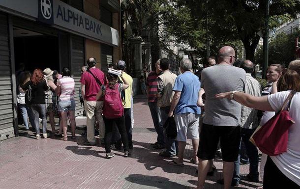 Греки, в отличие от туристов, смогут снять в банкоматах только 60 евро