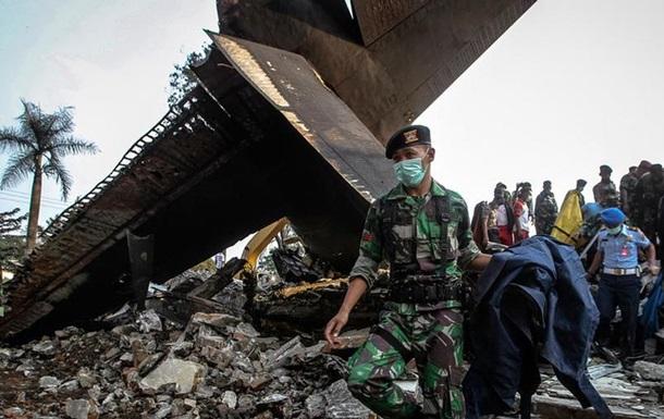 При крушении самолета в Индонезии погиб 141 человек
