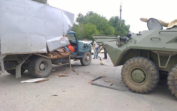 В Крыму БТР столкнулся с грузовиком – соцсети
