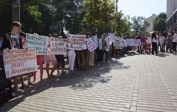 Жители пригорода Киева требуют остановить прокладку высоковольтной линии