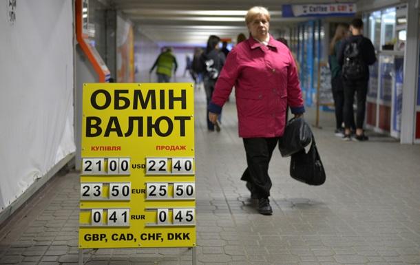 Доллар стабилен на межбанке 2 июля, в обменниках подорожал