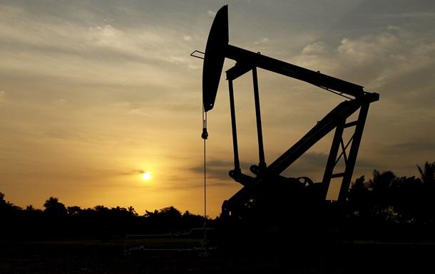 Цена нефти снизилась по итогам торгов на биржах Нью-Йорка и Лондона