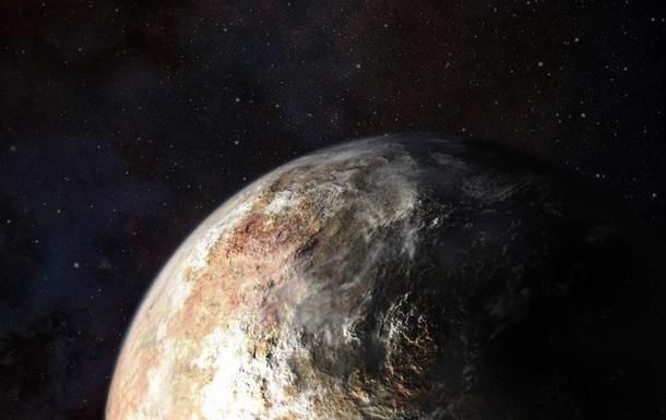 Новые снимки Плутона с загадочными пятнами загнали ученых в тупик