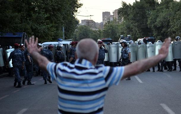 Активисты заявляют о задержании десятков демонстрантов в Ереване