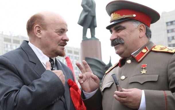 Двойник Сталина побил двойника Ленина в Москве