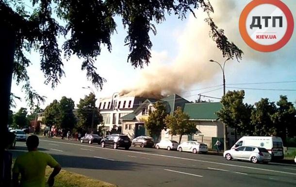 В Киеве загорелось здание посольства Йемена