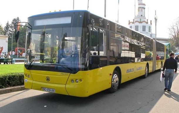 В Киеве контролеры получили от пассажирки газ в лицо, вместо проездного