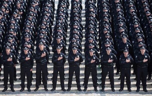 Больше патрулей. Киевских полицейских посадят на мотоциклы и лошадей