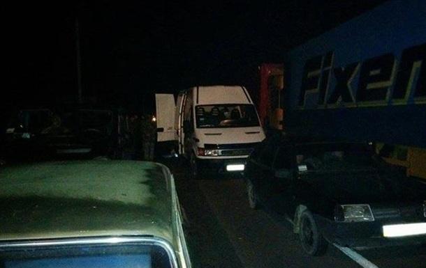 Трассу Киев-Чоп перекрыли в ожидании Правого сектора