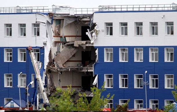 Под завалами казармы в Омске найдены 42 военных, 23 погибли
