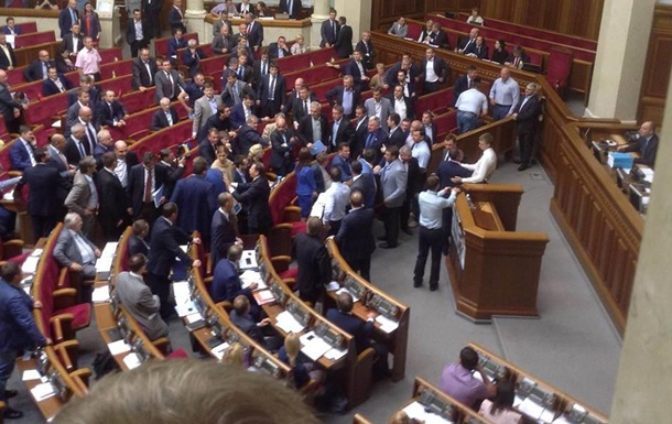 В Раде повздорили радикалы Ляшко с президентской фракцией