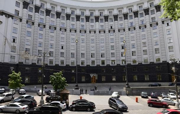 Украинские вице-премьеры получают меньше $300 зарплаты