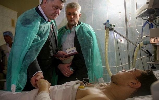 Порошенко пообещал найти виновных в терактах во Львове