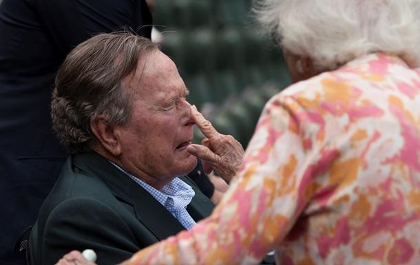 Джордж Буш-старший упал и сломал шейный позвонок