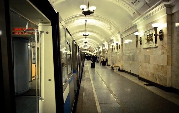 Еще на трех станциях метро в Киеве убрали коммунистическую символику