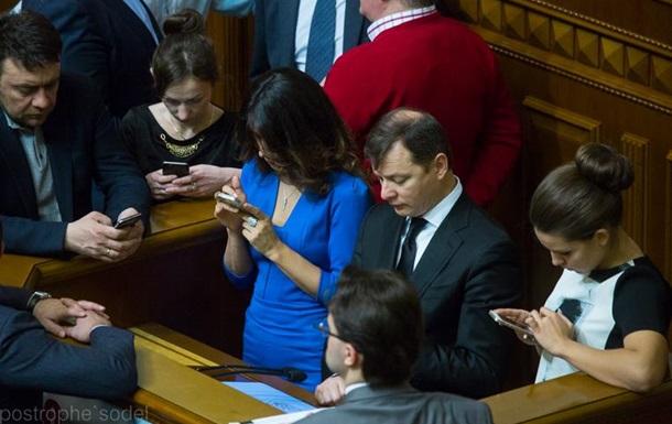 Народные депутаты разрываются между двумя моделями шестых айфонов