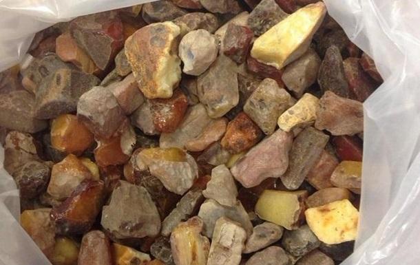 В Украине авиацию привлекли к борьбе с незаконной добычей янтаря