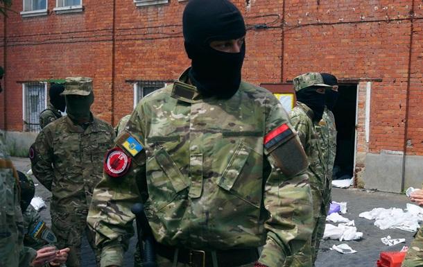 Бійці 15 ЗБАТ ДУК ПС знешкодили склад наркоторговців у центрі Харкова (Відео)