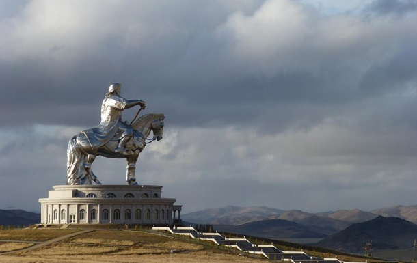 Американский писатель предложил Путину вернуть Крым Монголии