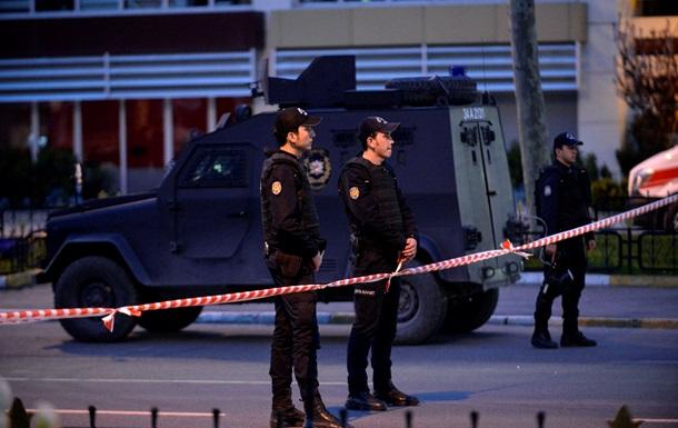 Неизвестный открыл огонь в центре Стамбула: ранен турист