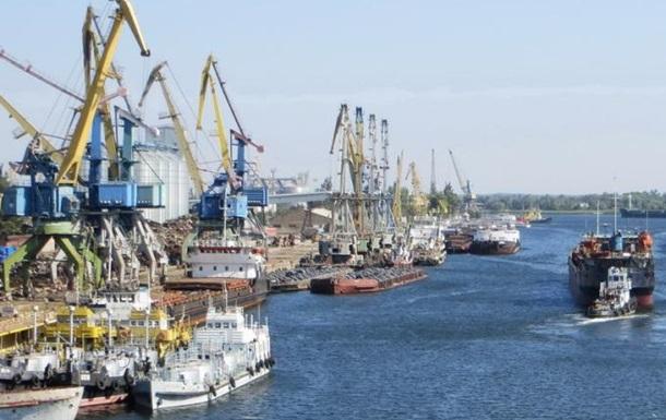 Импортер нефтепродуктов заявляет о блокировании его работы в порту Херсона