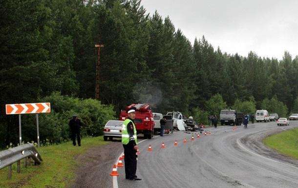 В Сибири столкнулись автобус и грузовик: погибли 11 человек
