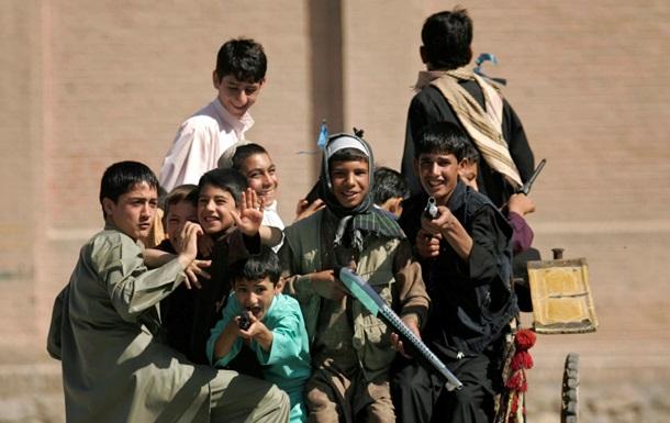 Будни Афганистана: дети-солдаты, бабушка-шеф полиции