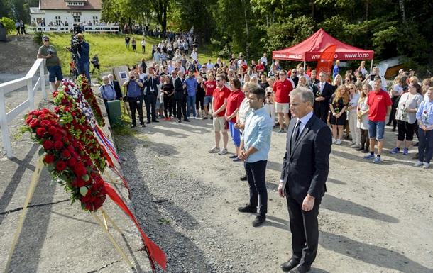 Норвегия поминает жертв стрельбы на острове Утёйя