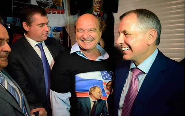 Французский депутат в Крыму  случайно  купил футболку  Обама, ты - чмо