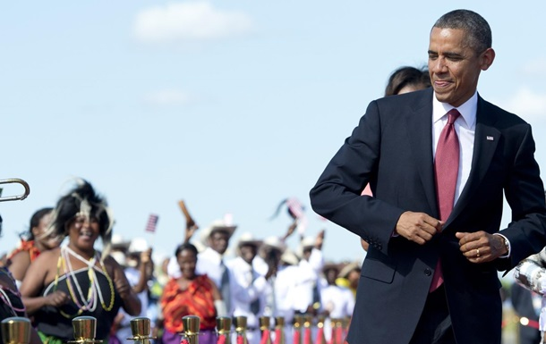 Обама станцевал липалу с президентом Кении