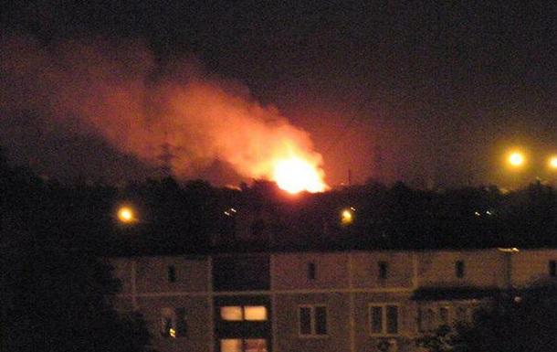 В Донецке после обстрелов горят дома