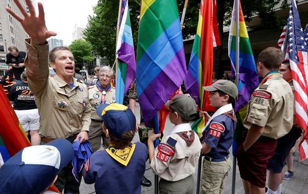 Бойскауты Америки  разрешили геям быть вожатыми