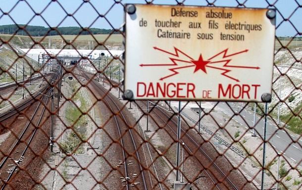 Около 2000 беженцев штурмовали тоннель под Ла-Маншем