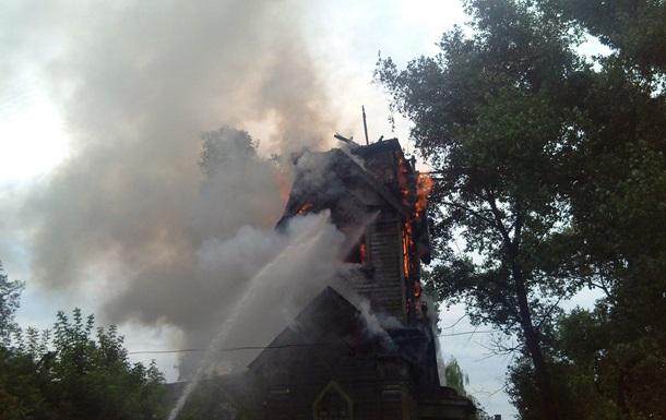 В Сумской области из-за удара молнии загорелась церковь XVII века
