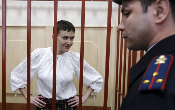 Савченко доставили в суд: у здания автоматчики и ОМОН