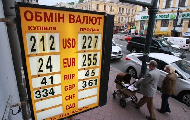 Нацбанк обвалил доллар на межбанке