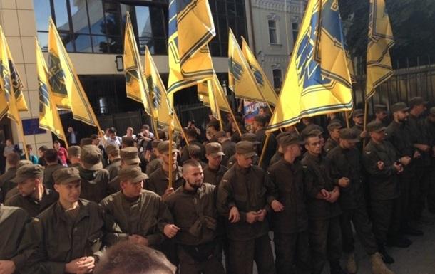 В Киеве  Азов  заблокировал здание фискальной службы