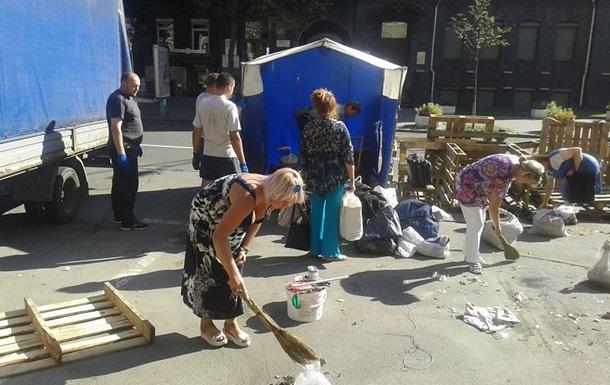 Кредитный Майдан убрал палатки из-под здания НБУ