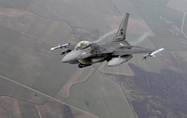 Военный самолет упал на жилой квартал в Сирии: 20 погибших